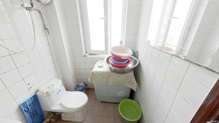 急售急售兴安里两室 全阳户型 已满五年 房龄新 位置佳